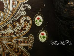 Серьги с неизвестными цветочками, размер 2,5х2,0 см.