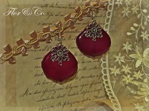 Серьги из лепестков королевы цветов - розы.